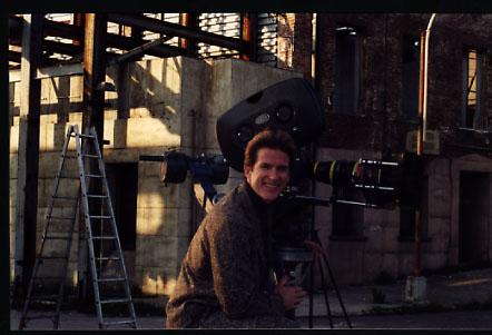 Matthew Modine indossa Hilton Vestimenta con Filmmaster Service e InAdv