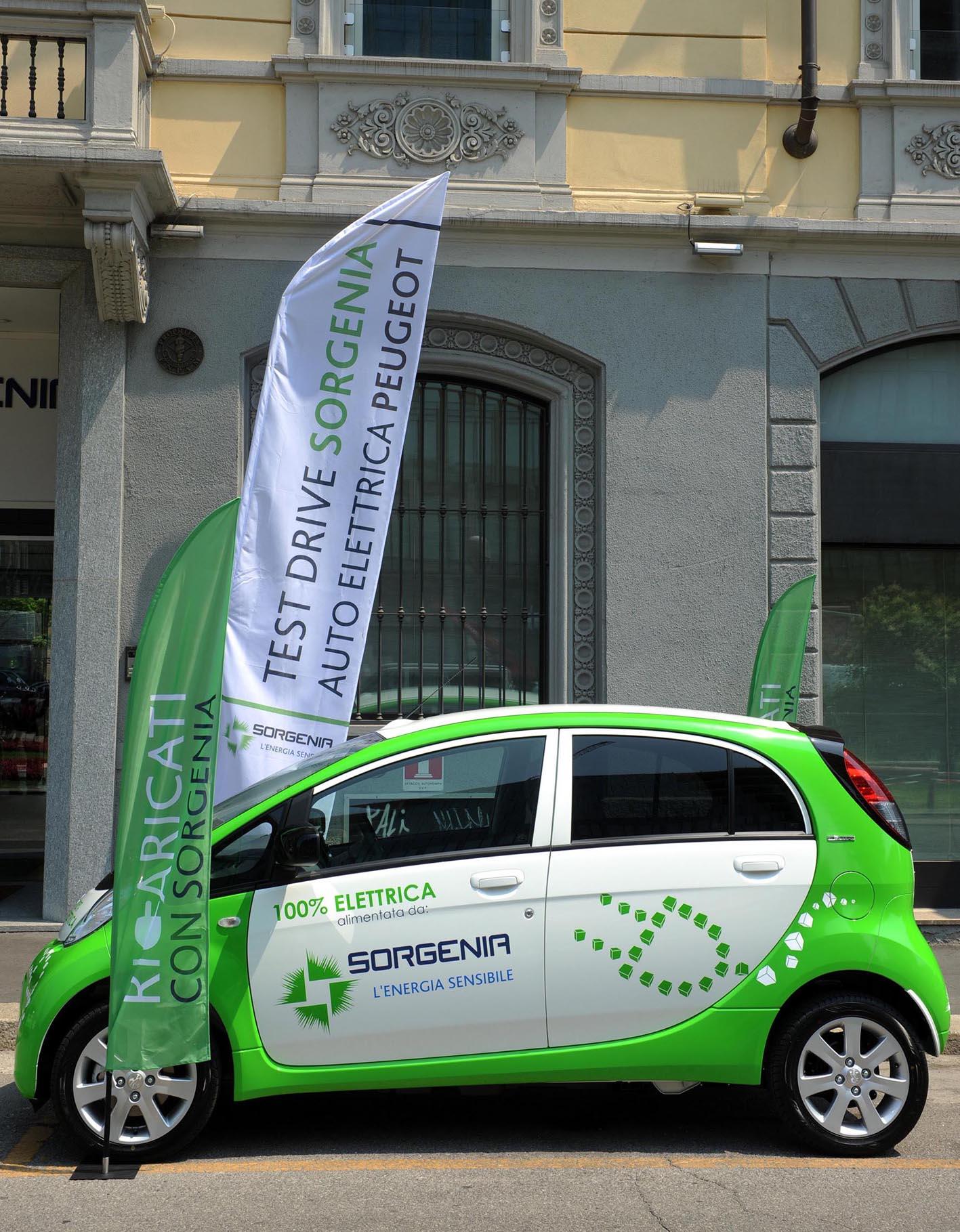 Peugeot consegna a Sorgenia le prime due auto elettriche iOn a emissioni zero