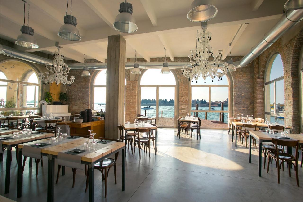 Un'antica vetreria di Murano trasformata in un ristorante sul mare, con la climatizzazione di Fujitsu